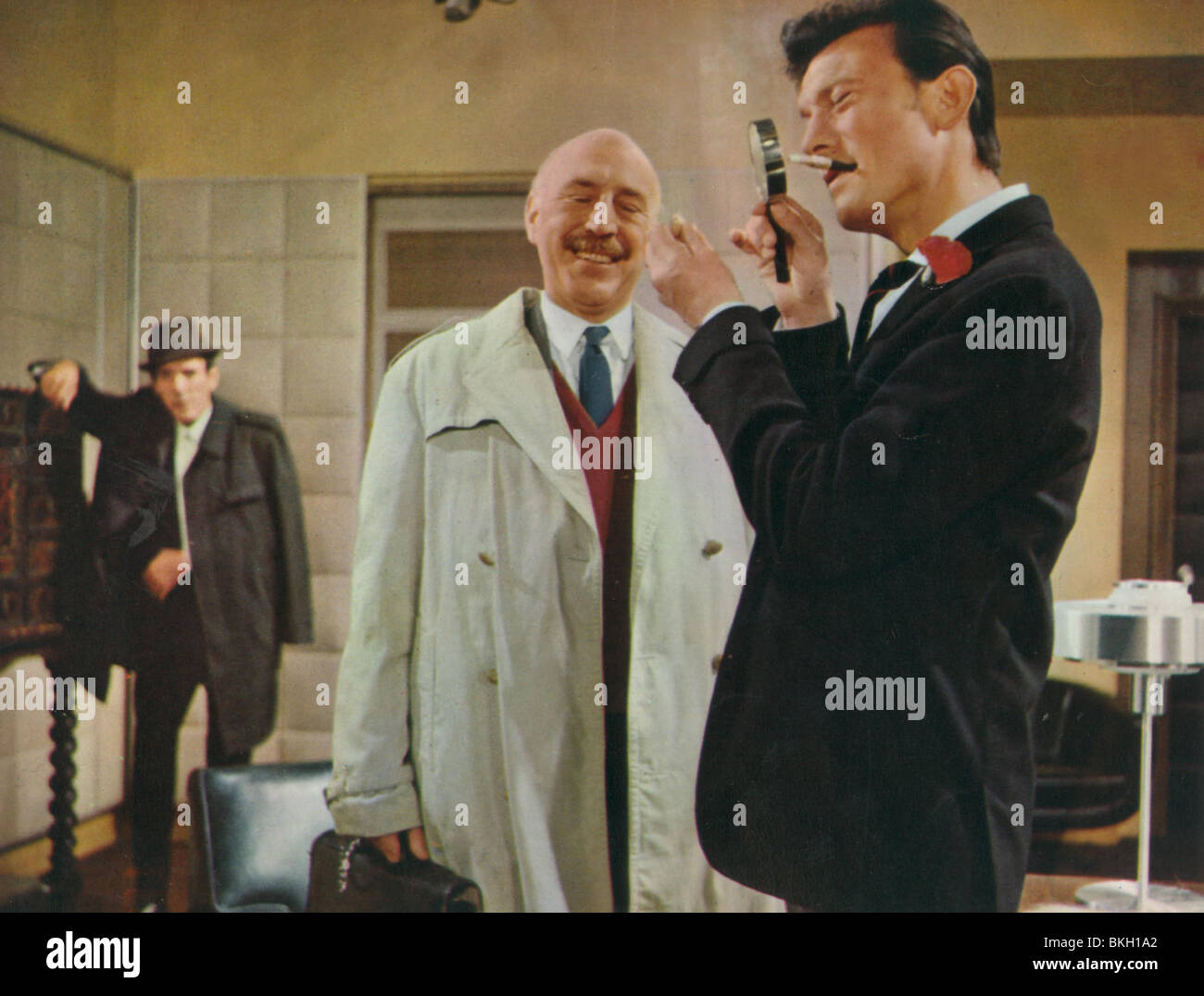 THE SPY WITH A COLD NOSE (1966) ERIC SYKES, LIONEL JEFFRIES, LAURENCE HARVEY SWCN 010FOH - Stock Image