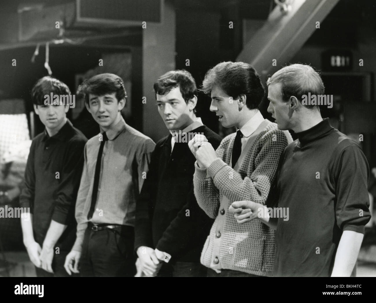 https://c8.alamy.com/comp/BKH4TC/the-hollies-on-readysteady-go-in-february-1964-from-l-eric-haydock-BKH4TC.jpg