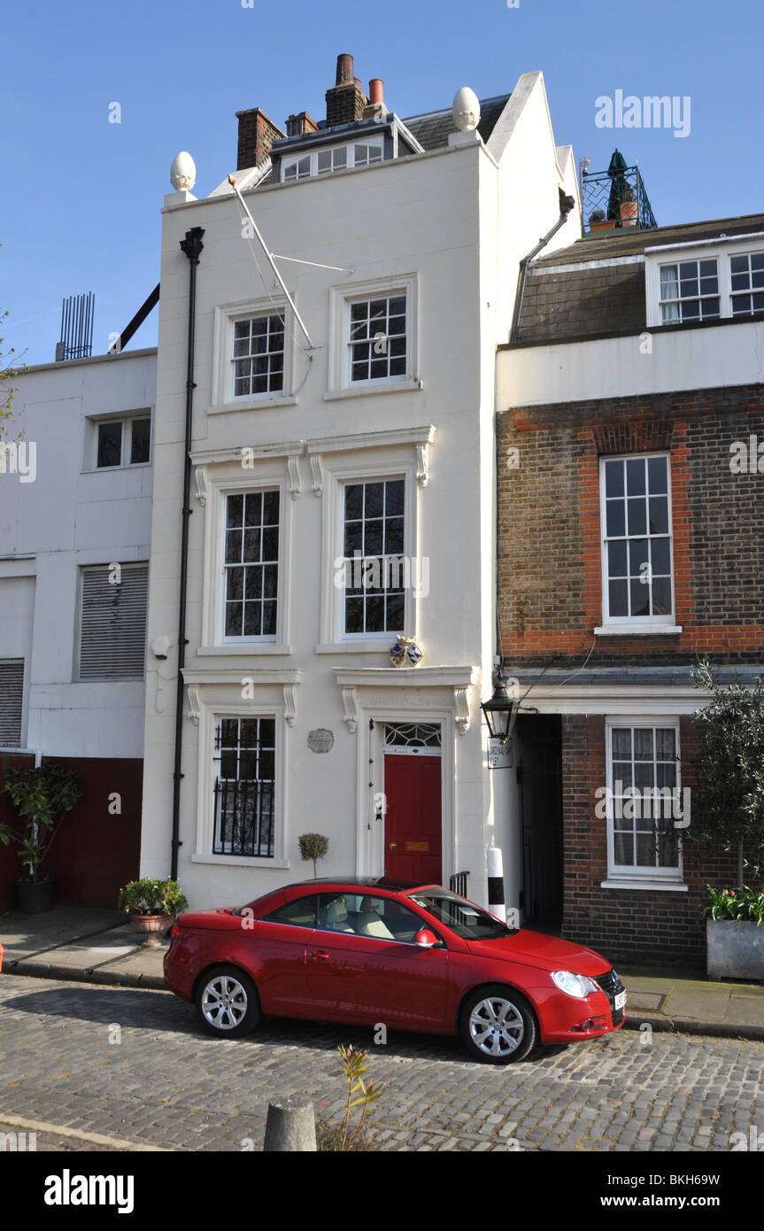Architect Cristopher Wren's House on London's South Bank from which he could see St Pauls rise. - Stock Image