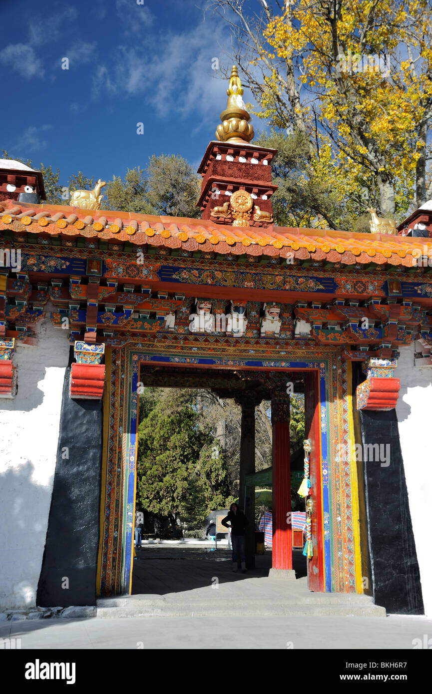 Gateway to the Norbulingka Summer Palace, Lhasa, Tibet. - Stock Image
