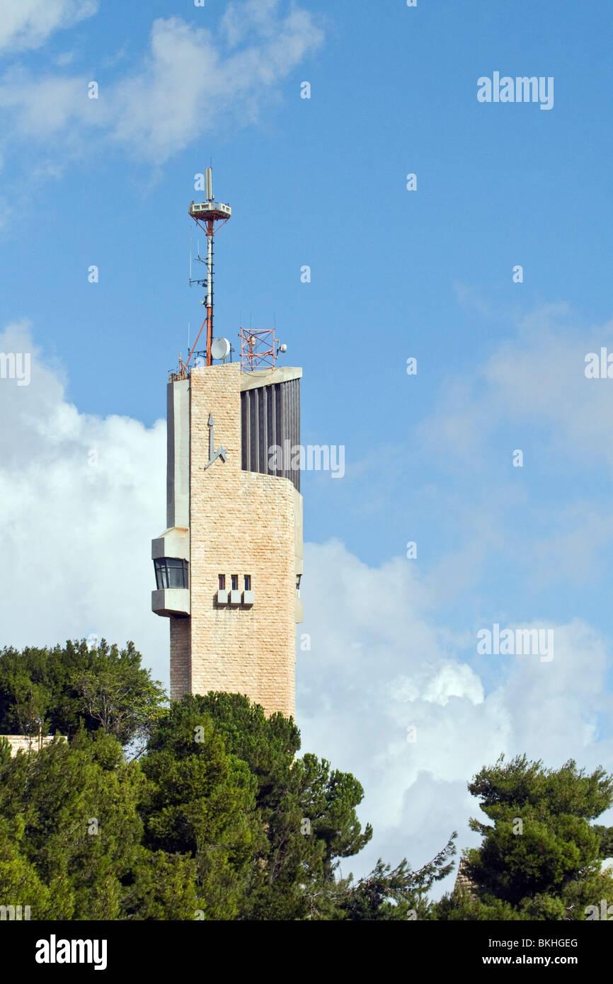 Israel, Jerusalem, Mt. Scopus. The tower of the Hebrew university in Jerusalem - Stock Image