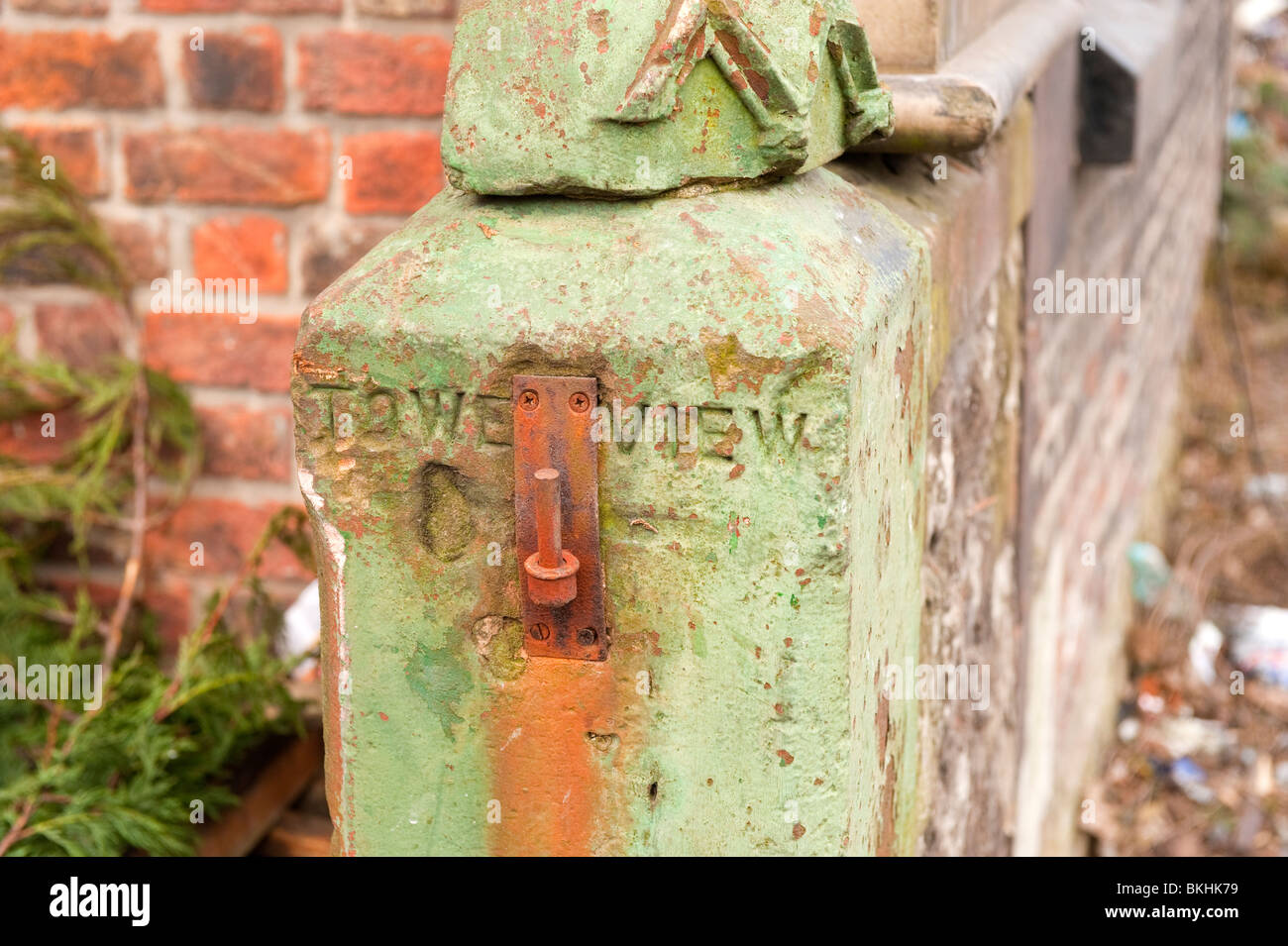 Sandstone gatepost with Tower View carved into it - Stock Image