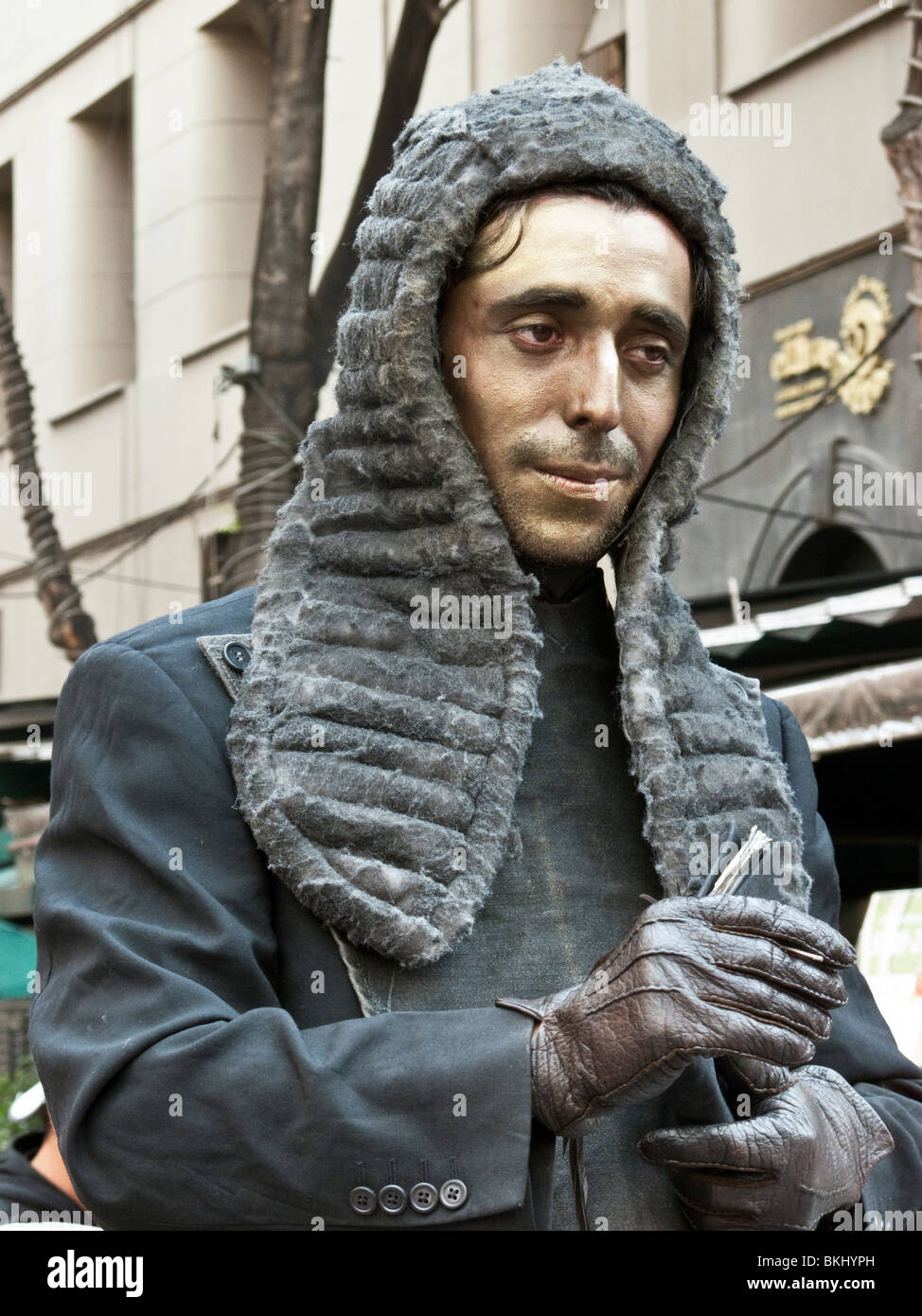 bewigged poet judge street mime hands out poetic justice in historic center of Mexico City - Stock Image