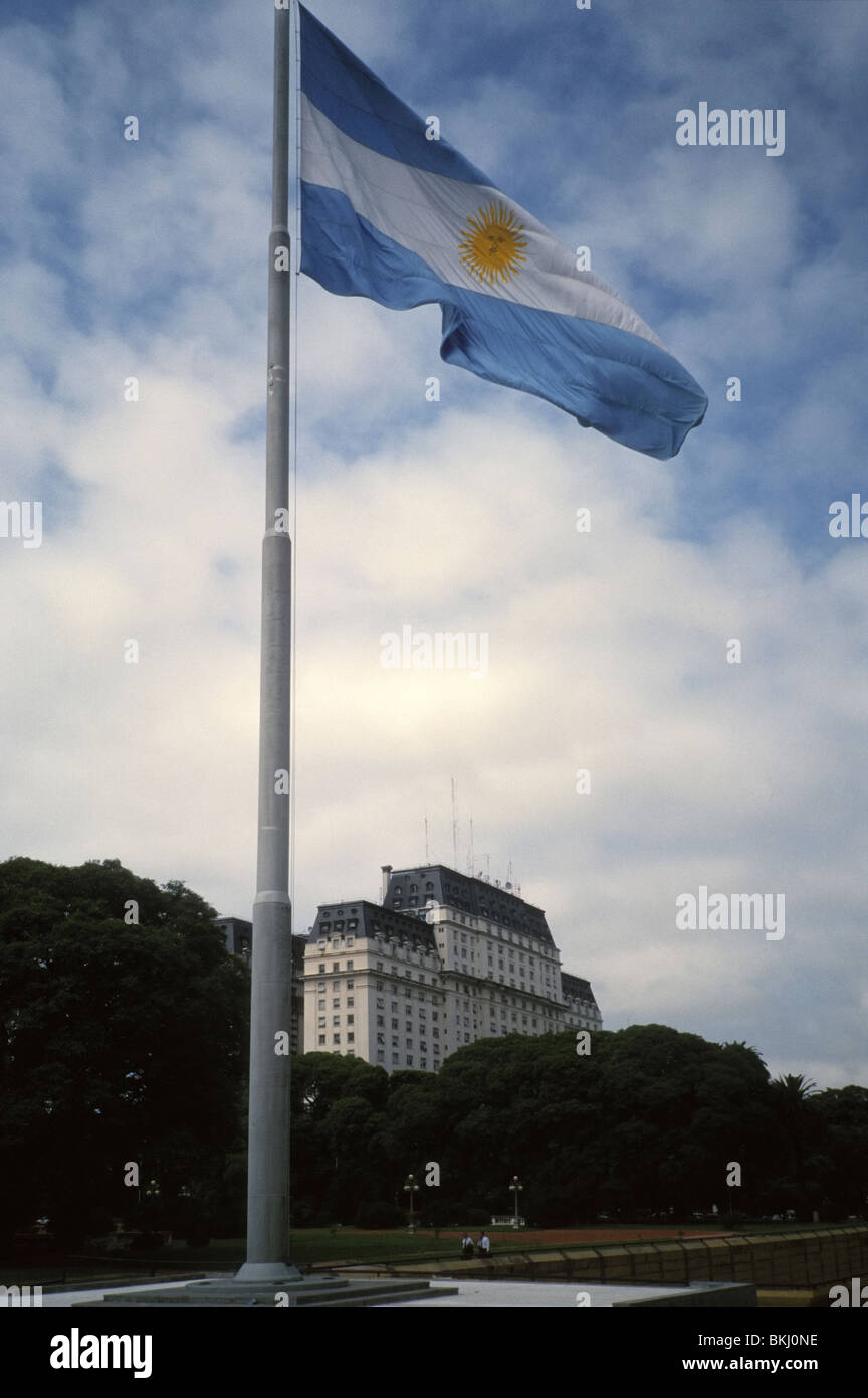 Buenos Aires, Argentina. Side view of the huge compound known as Edificio Libertador, and pole with national flag - Stock Image