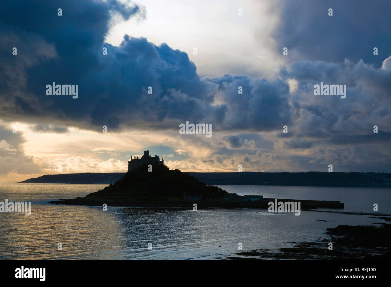 St Michael's Mount and causeway; sunset; Cornwall - Stock Image