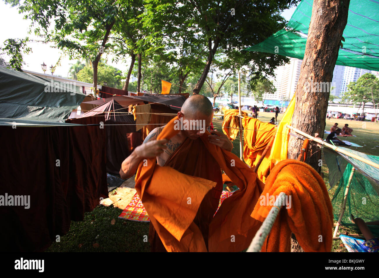 A  Buddhist Monk prepares for another day of protest with Read-Shirt protesters during ongoing political unrest - Stock Image