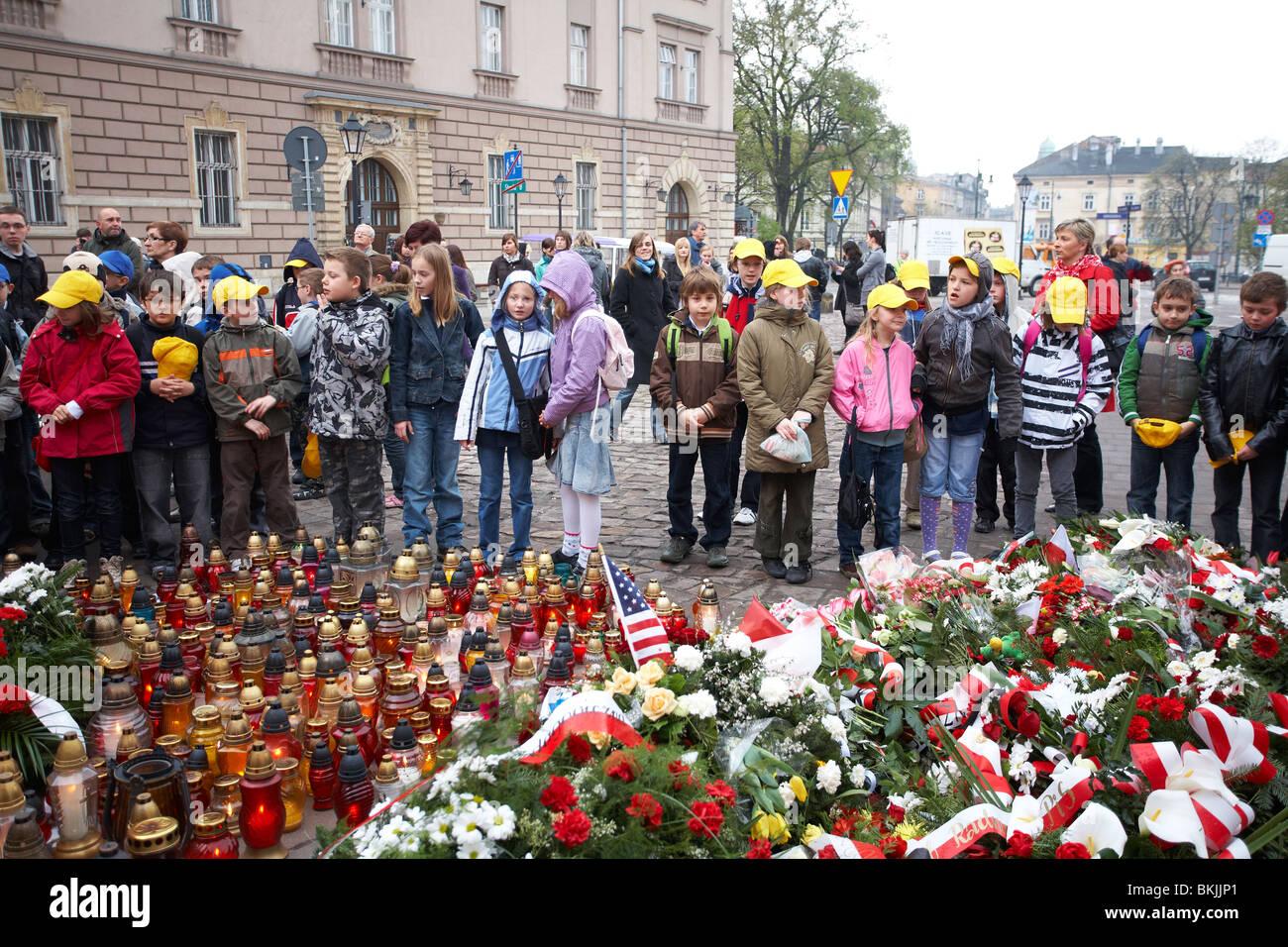 Polish School Children gathered around Katyn Cross in remembrance of Smolensk air crash on 10th April 2010 - Stock Image