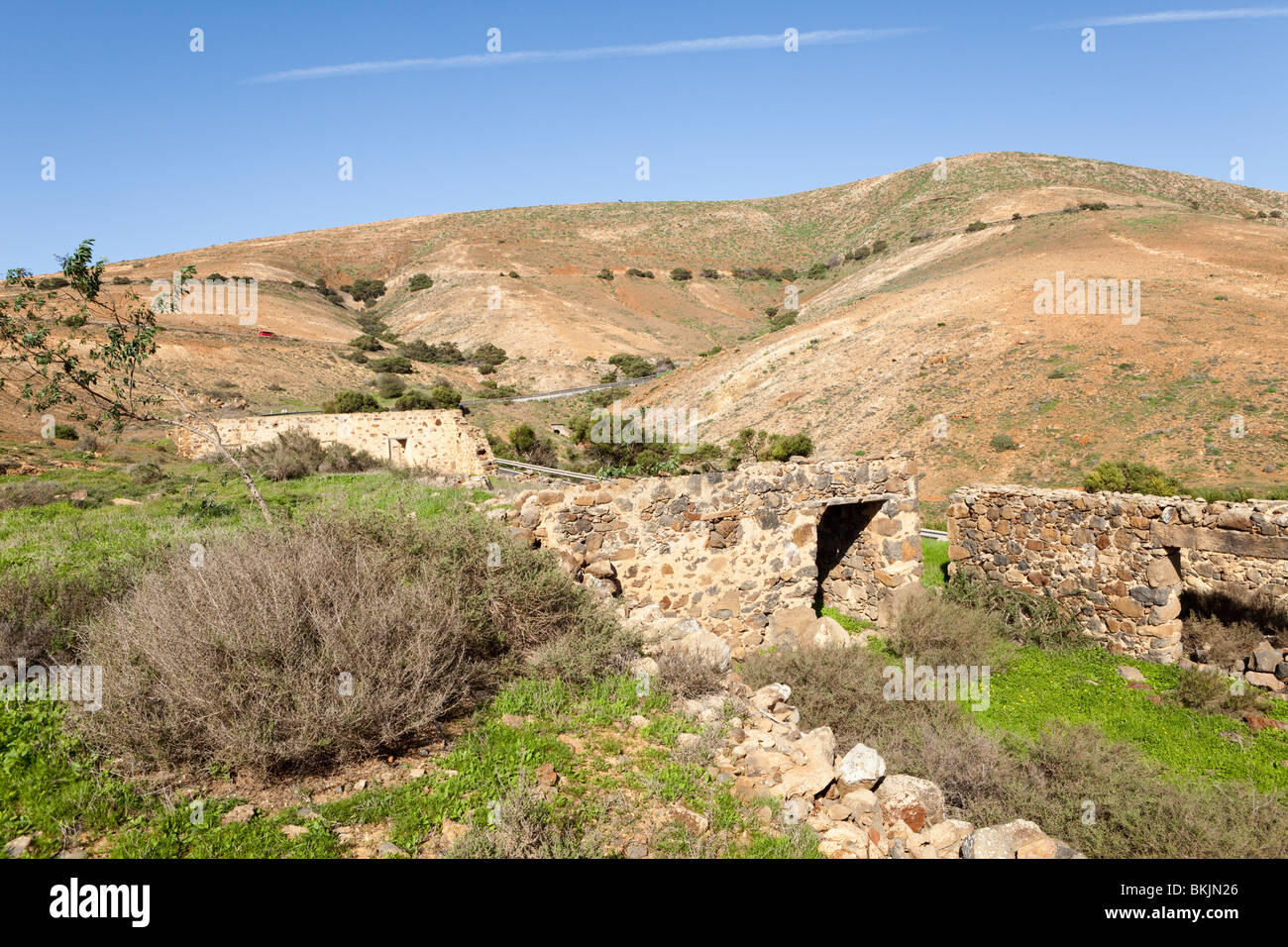 Ruined farm buildings 2 miles N of Betancuria on the Canary Island of Fuerteventura - Stock Image