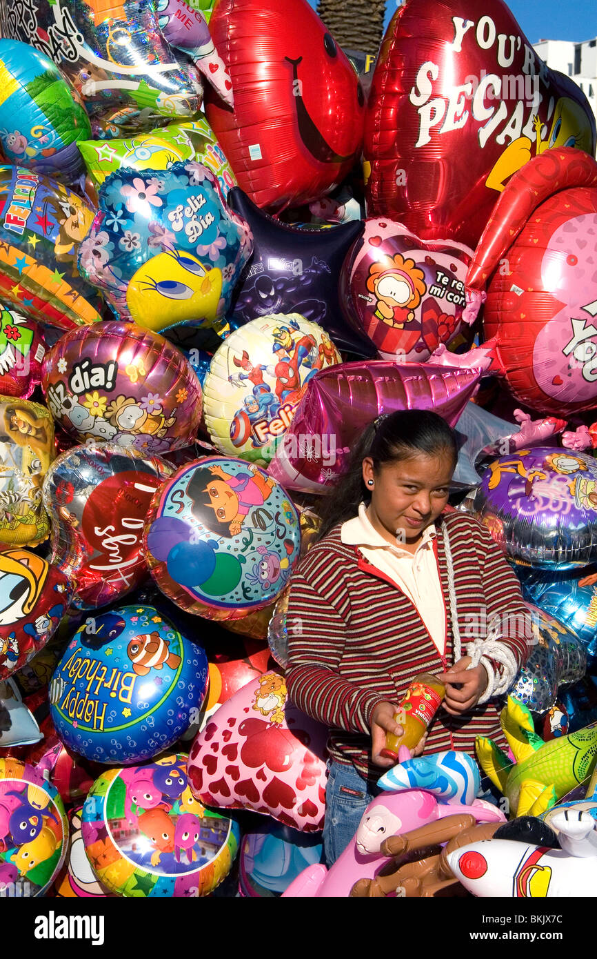 Street vendor selling balloons in the city of Puebla, Puebla, Mexico. - Stock Image