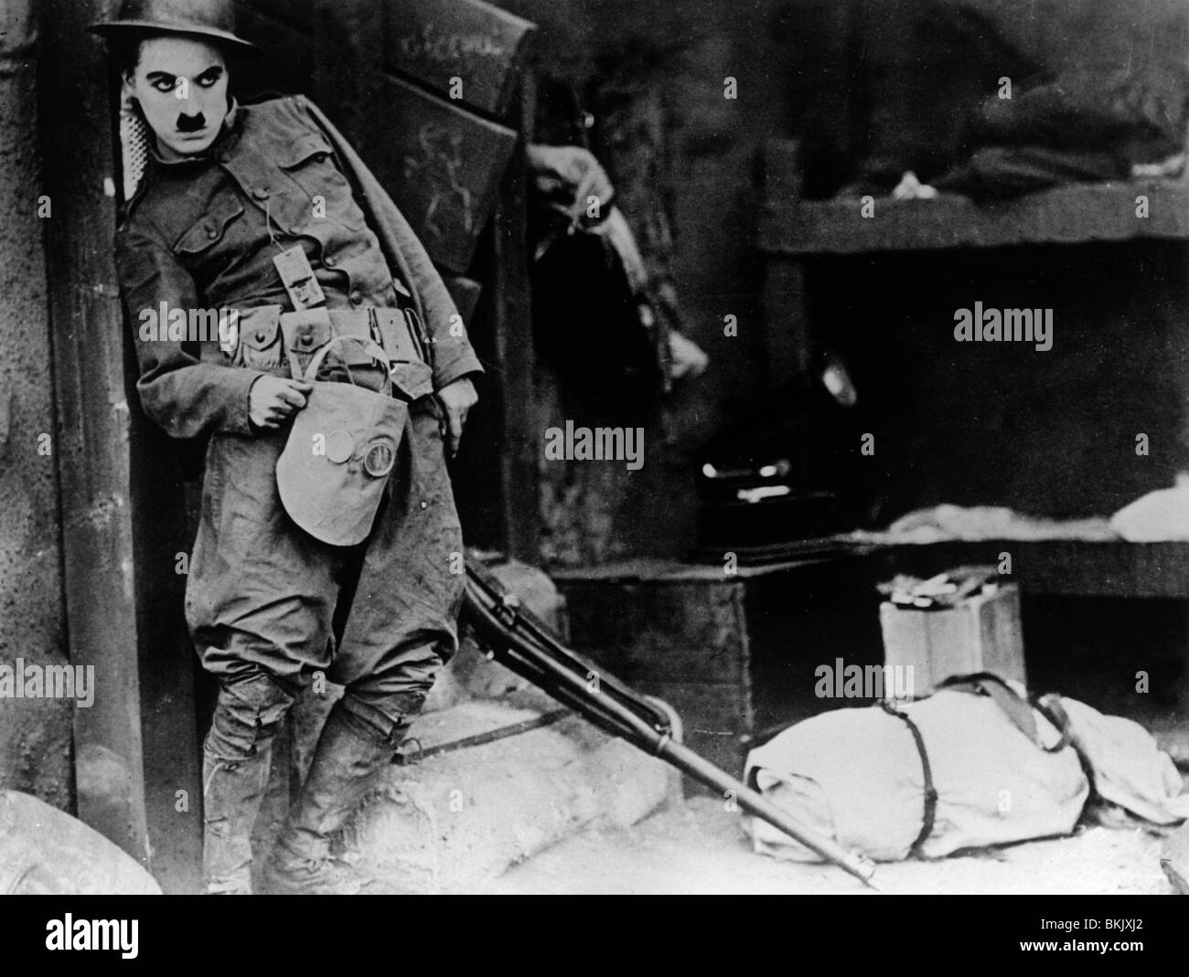 SHOULDER ARMS (1918) CHARLIE CHAPLIN SAMS 003P - Stock Image