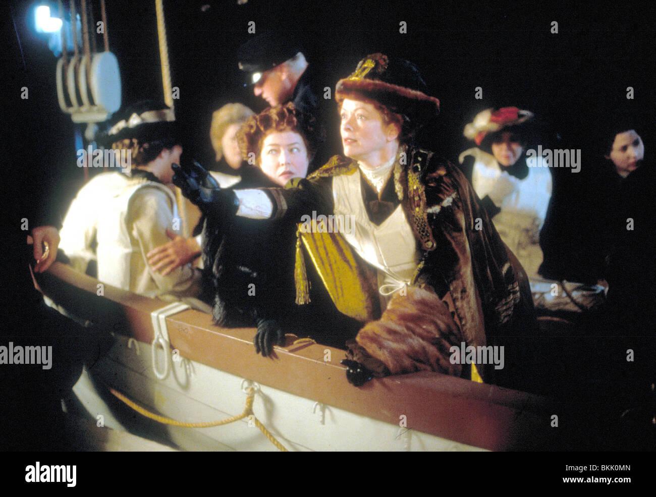 TITANIC (1997) KATHY BATES, FRANCES FISHER TITI 014 - Stock Image