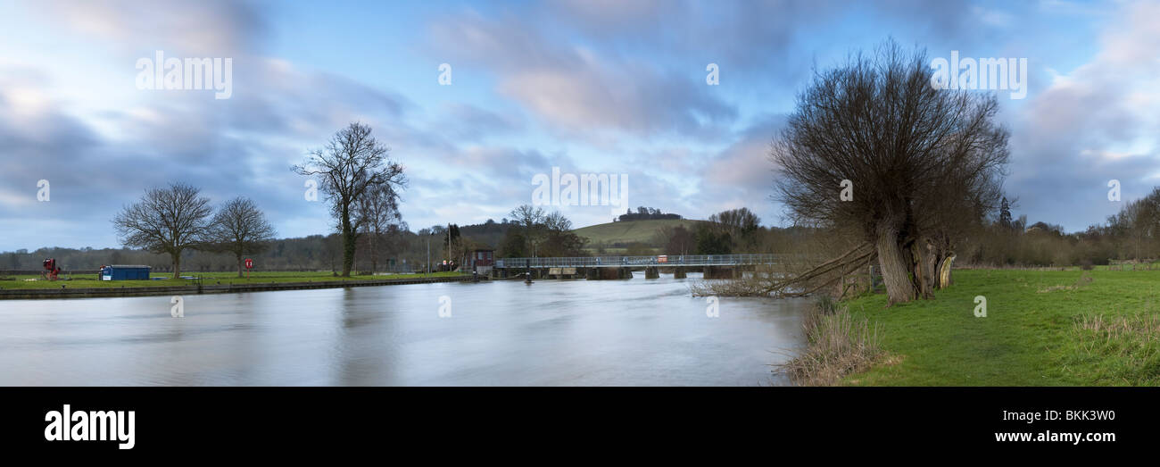 The River Thames at Day's Lock looking towards Wittenham Clumps, Oxfordshire, Uk - Stock Image