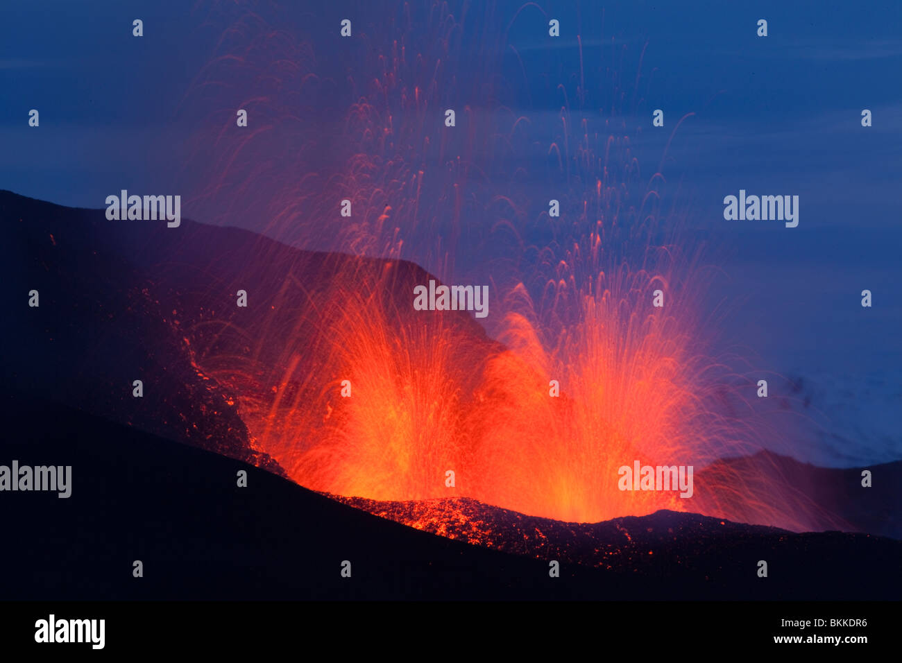 Lava fountains during start of Iceland Eyjafjallajökull volcanic eruption at dawn 30 March 2010 - Stock Image