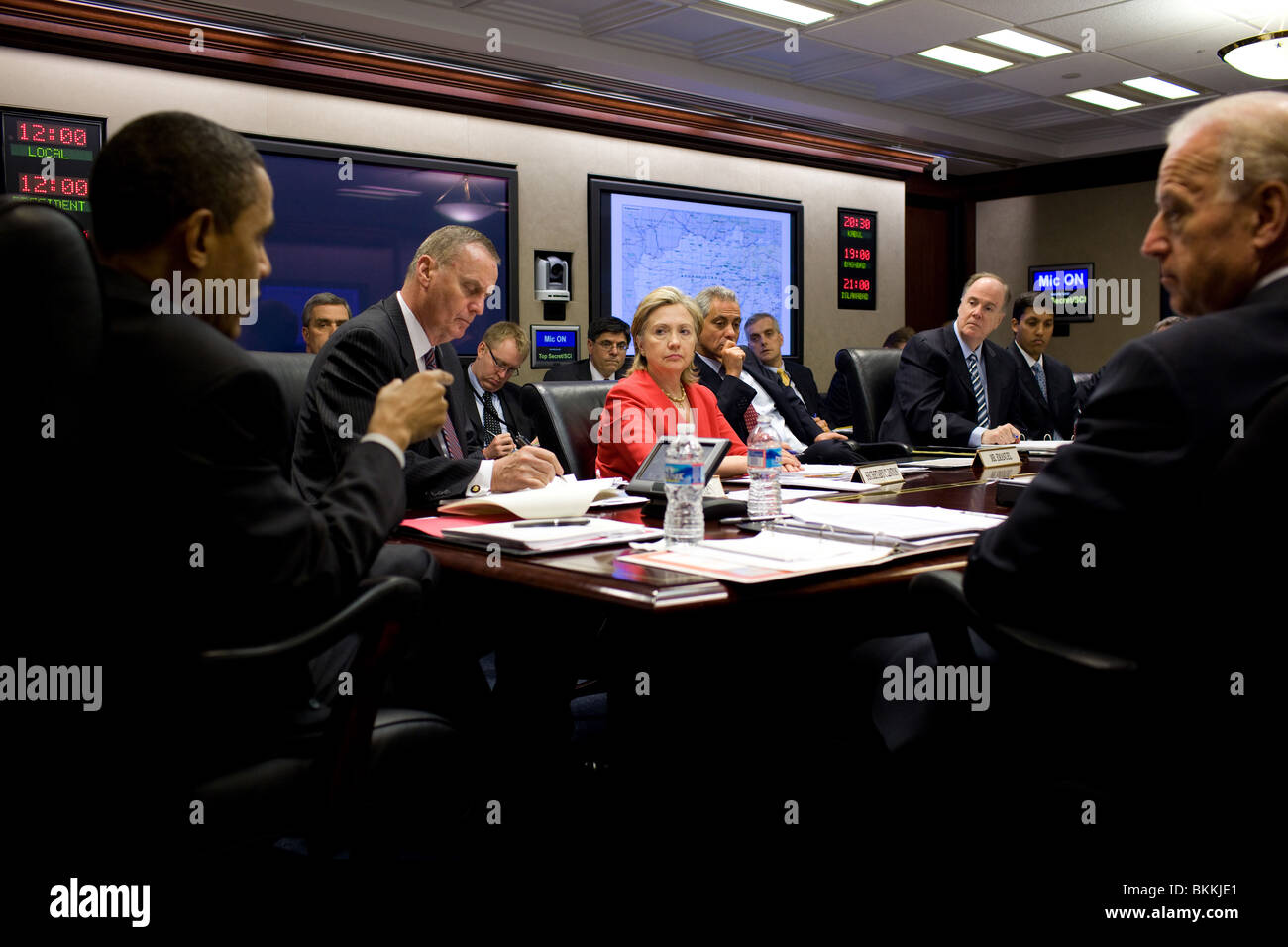 Obama speaks, during a meeting on Afghanistan and Pakistan, in the Situation Room - Stock Image