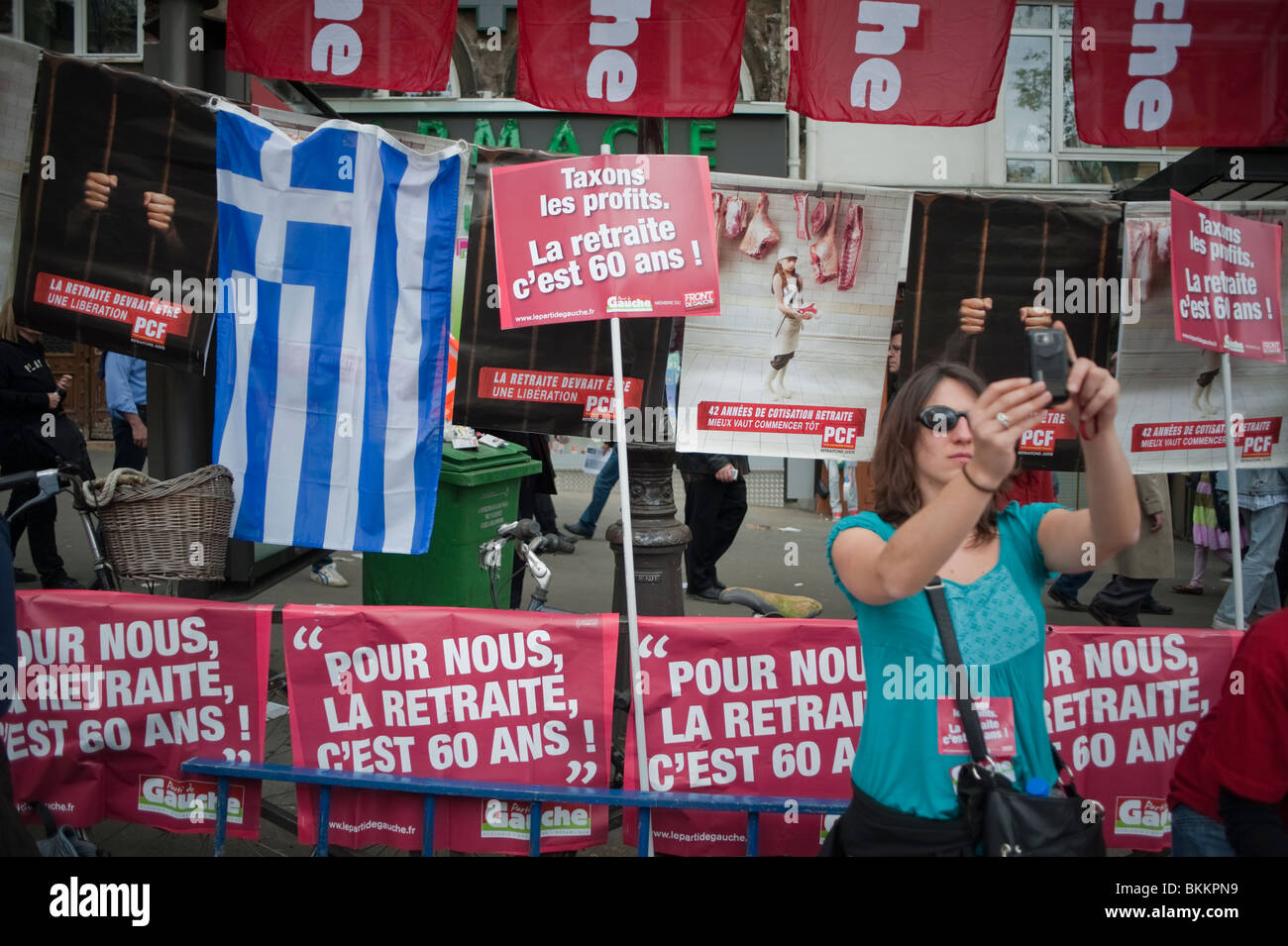 France's trade unions, Woman Taking Photos, Selfies, protests against government plans to overhaul the pension - Stock Image