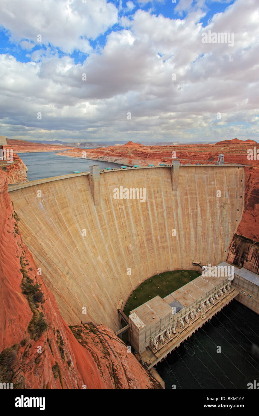 Glen Canyon dam in Page, Arizona with Lake Powell visible behind the dam wall - Stock Image