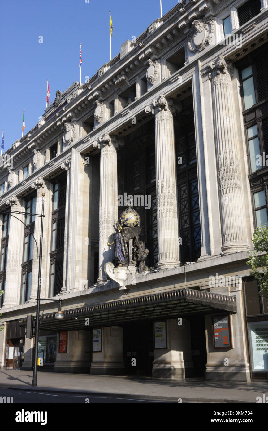 The front elevation of Selfridge's store in Oxford Street. - Stock Image