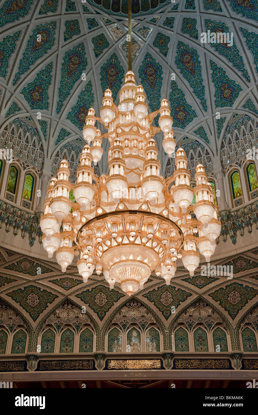 The Worlds Largest Chandelier In Sultan Qaboos Grand Mosque Mu Oman