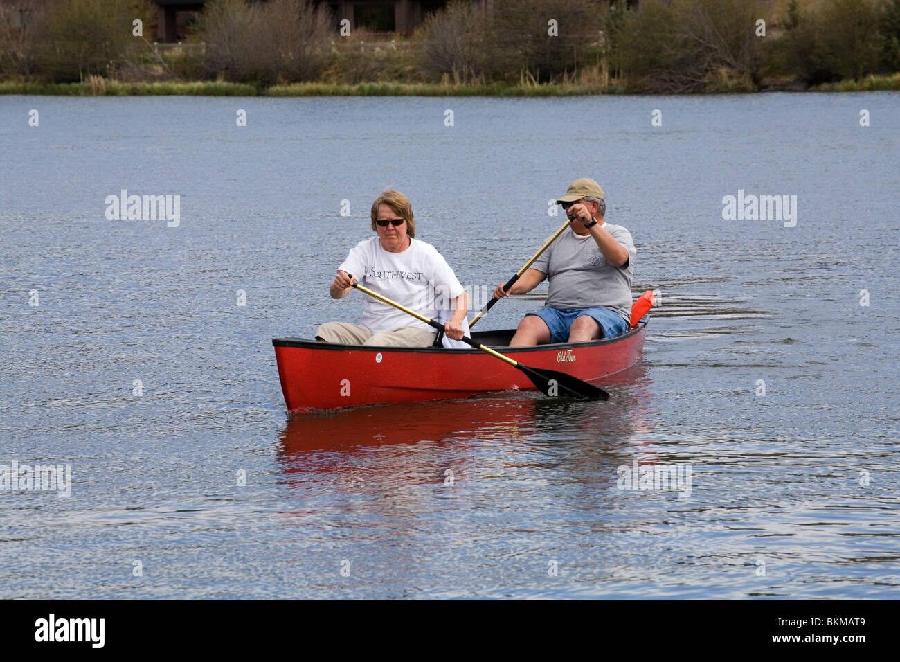 Two overweight senior citizens in a canoe on the Deschutes River in Oregon - Stock Image