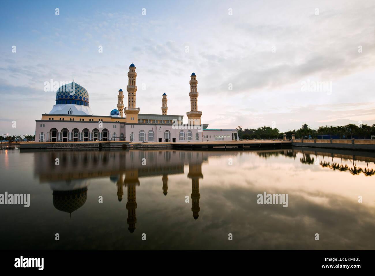 The Kota Kinabalu City Mosque.  Likas Bay, Kota Kinabalu, Sabah, Borneo, Malaysia. - Stock Image