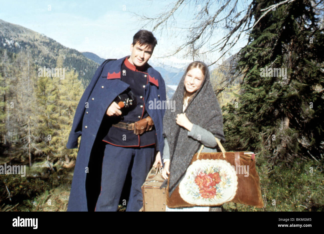 COURAGE MOUNTAIN (1989) CHARLIE SHEEN, JULIETTE CATON, CHRISTOPHER LEITCH (DIR) COMT 003 - Stock Image