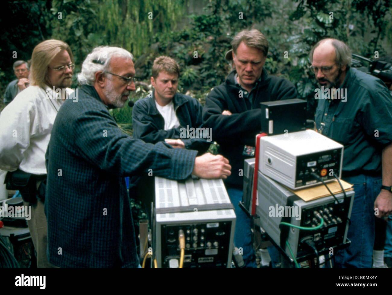 FILMING ON SET (ALT) O/S 'JURASSIC PARK III' (2001) JURASSIC PARK 3 (ALT) WITH STAN WINSTON (CINE) FILM - Stock Image