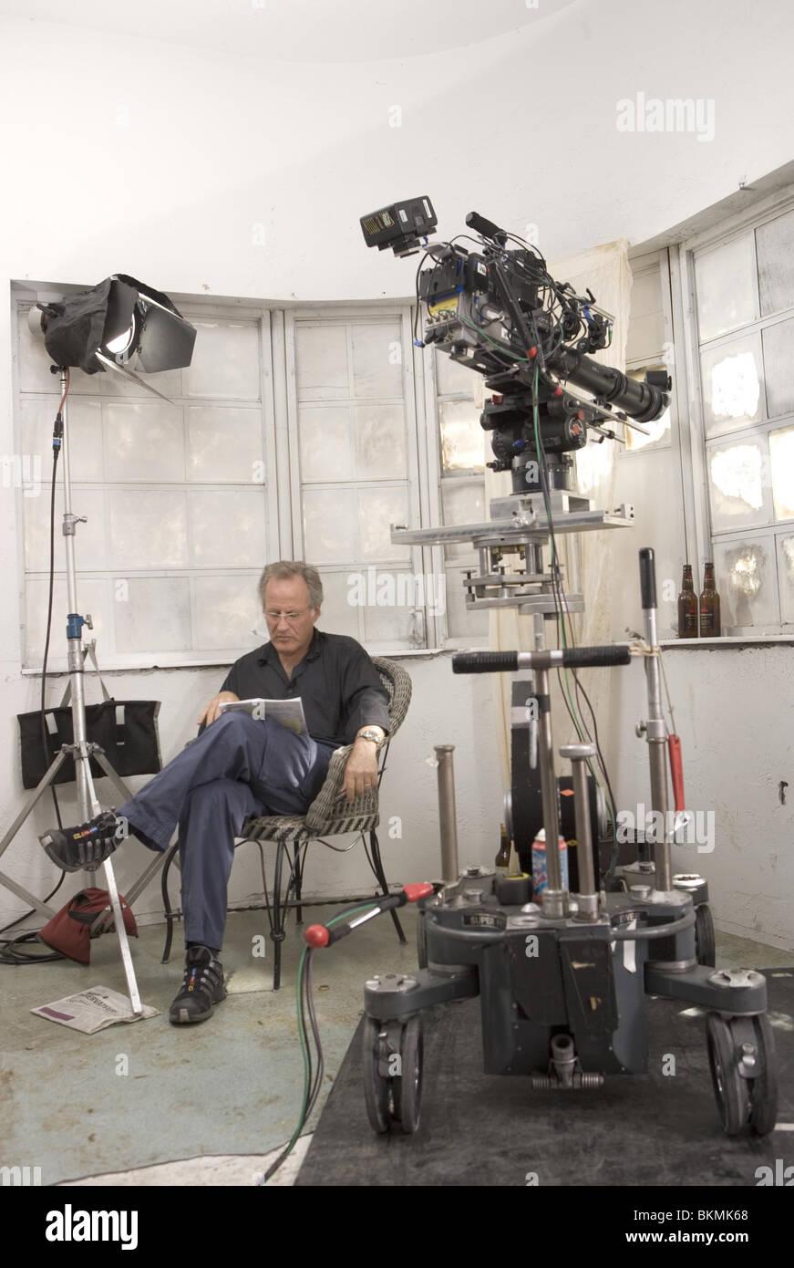 ON SET (ALT) FILMING (ALT) BEHIND THE SCENES (ALT) O/S 'MIAMI VICE' (2006) MICHAEL MANN (DIR) MIMV 001-16 - Stock Image