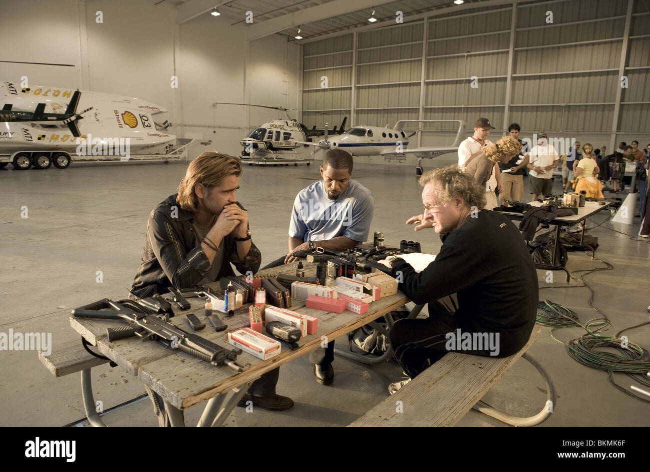 ON SET (ALT) FILMING (ALT) BEHIND THE SCENES (ALT) O/S 'MIAMI VICE' (2006) WITH COLIN FARRELL, JAMIE FOXX, - Stock Image