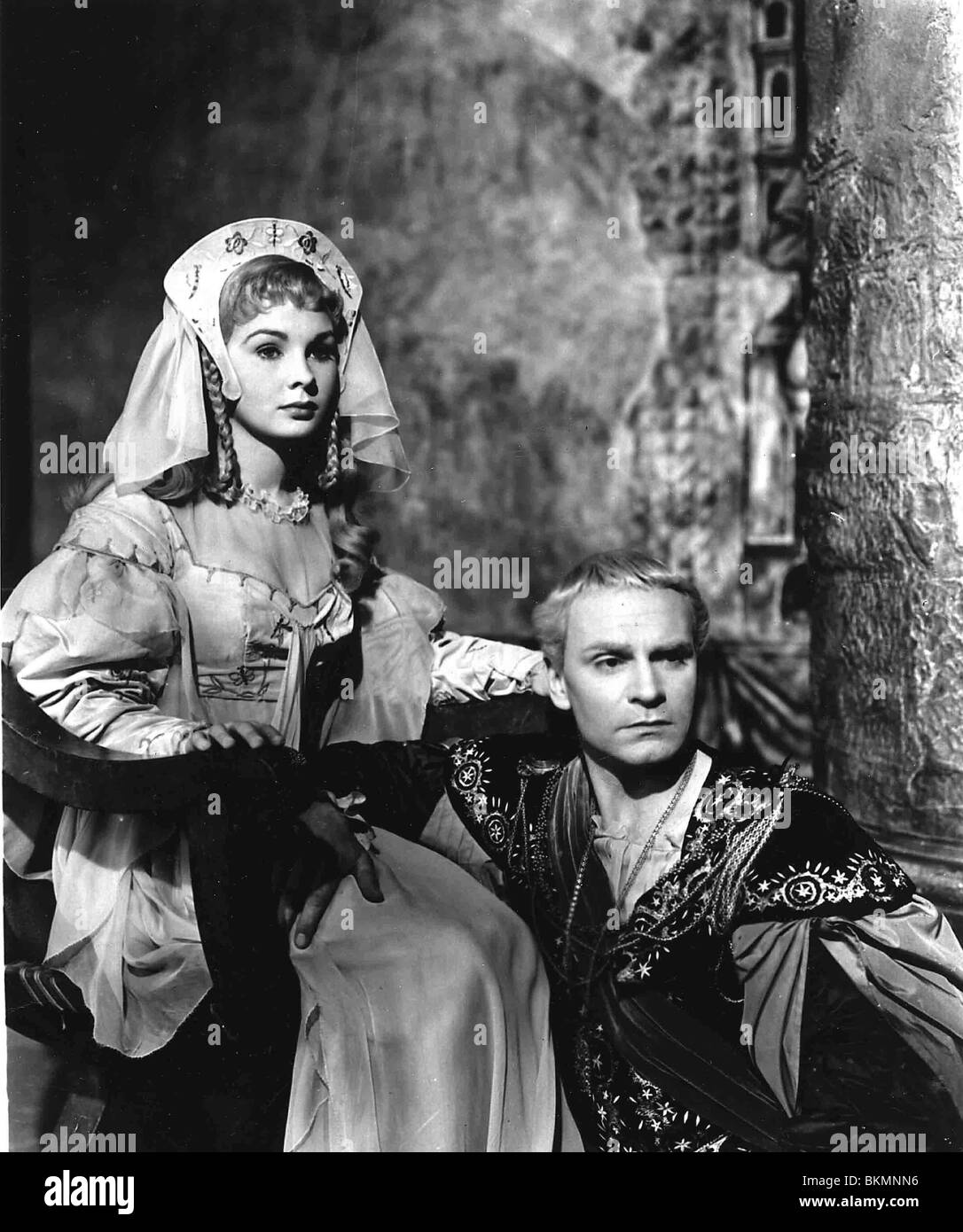 HAMLET (1948) JEAN SIMMONS, LAURENCE OLIVIER HMLT 006P Stock Photo