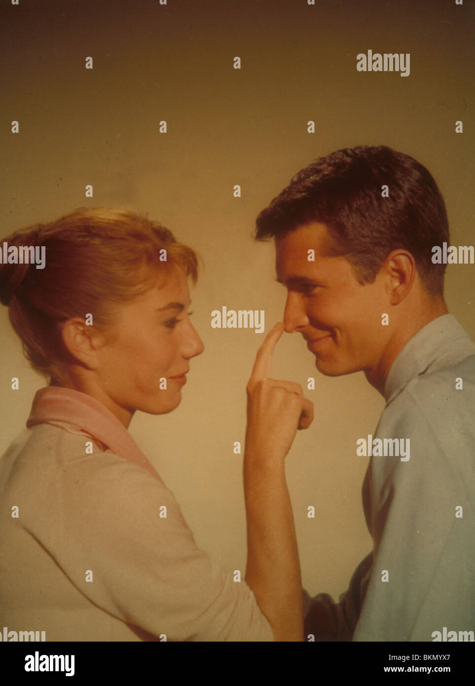 ON THE BEACH (1959) DONNA ANDERSON, ANTHONY PERKINS OTBH 008 - Stock Image