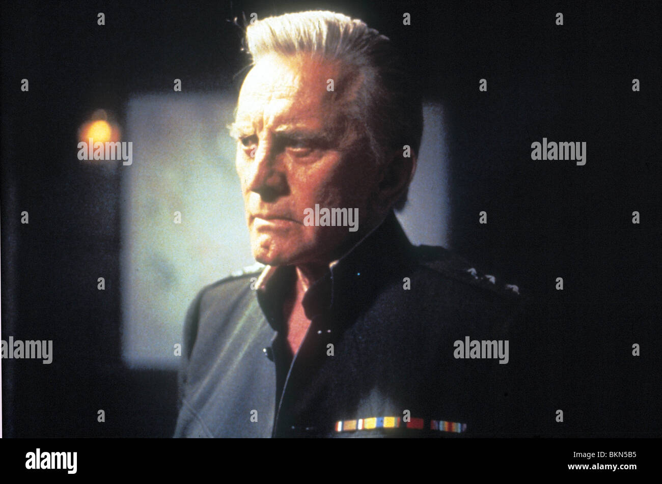 TWO FISTED TALES (TV) KIRK DOUGLAS TWFT 001 - Stock Image