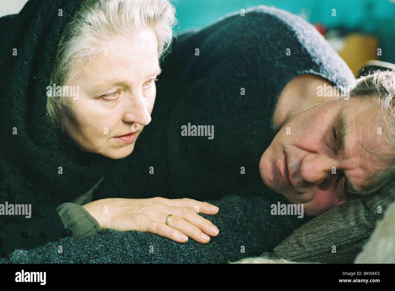 WINTER JOURNEY (2006) WINTERREISE (ALT) HANNA SCHYGULLA, JOSEF BIERBICHLER WJOU 001-01 Stock Photo