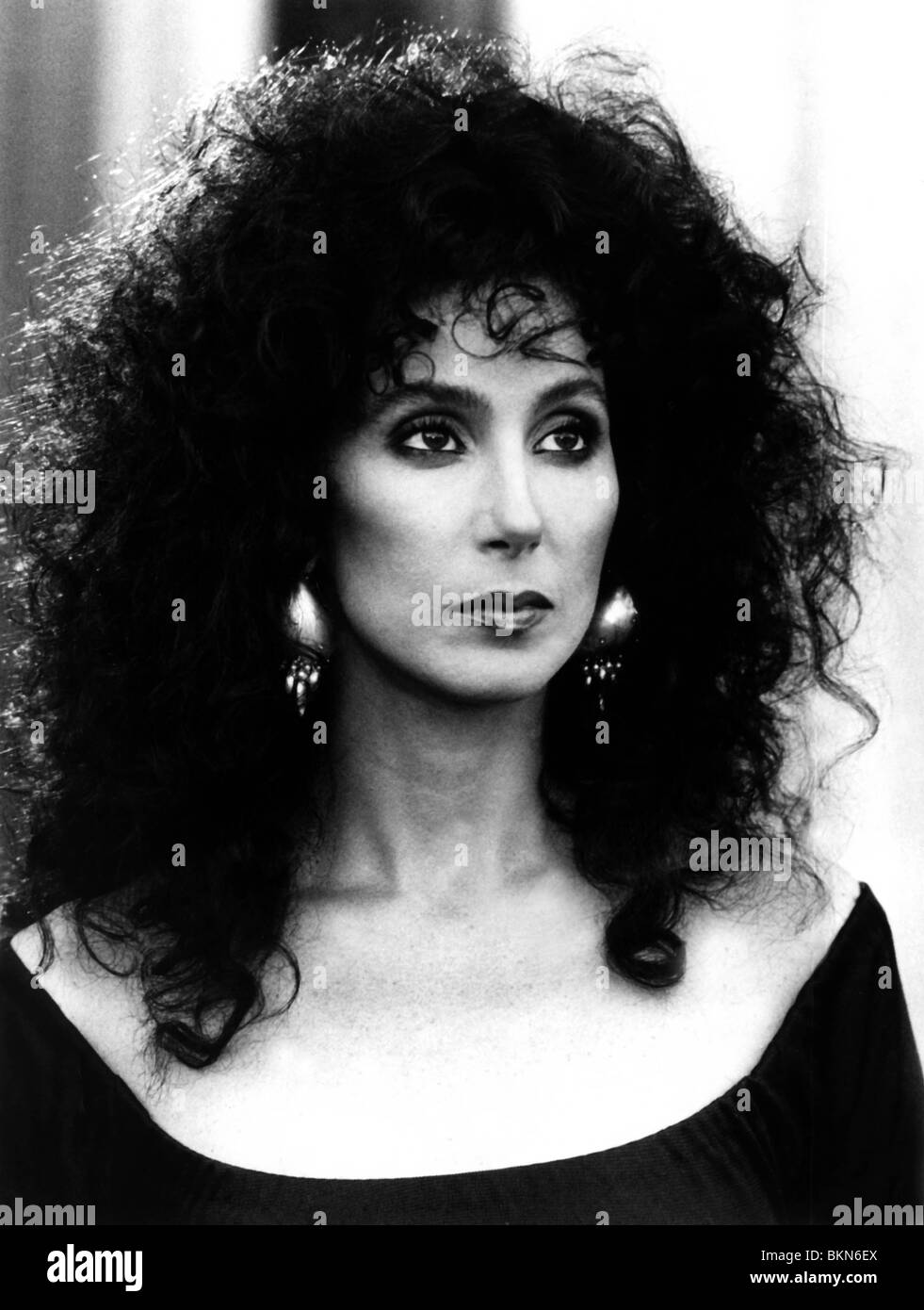 THE WITCHES OF EASTWICK (1987) CHER WOE 010P - Stock Image
