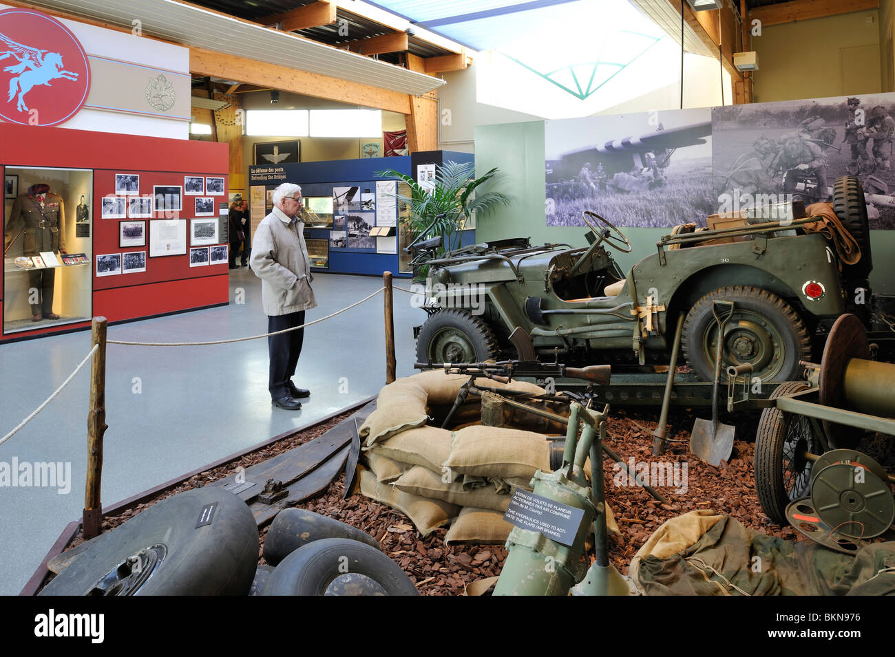WW2 jeep and weapons at the Second World War Pegasus Museum near Ouistreham, Normandy, France - Stock Image