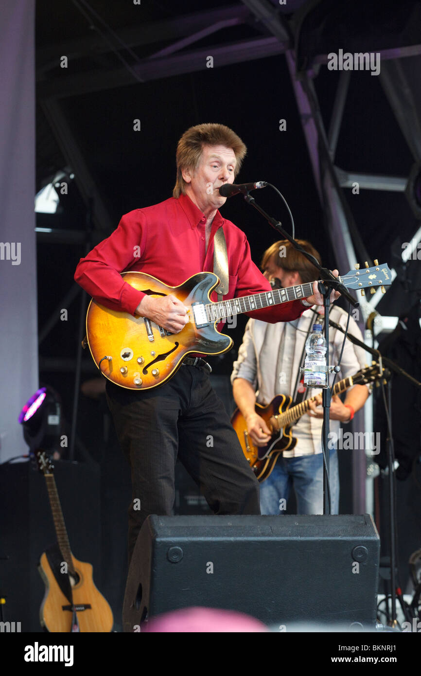 Rock n roll singer and musician Joe Brown on stage - Stock Image