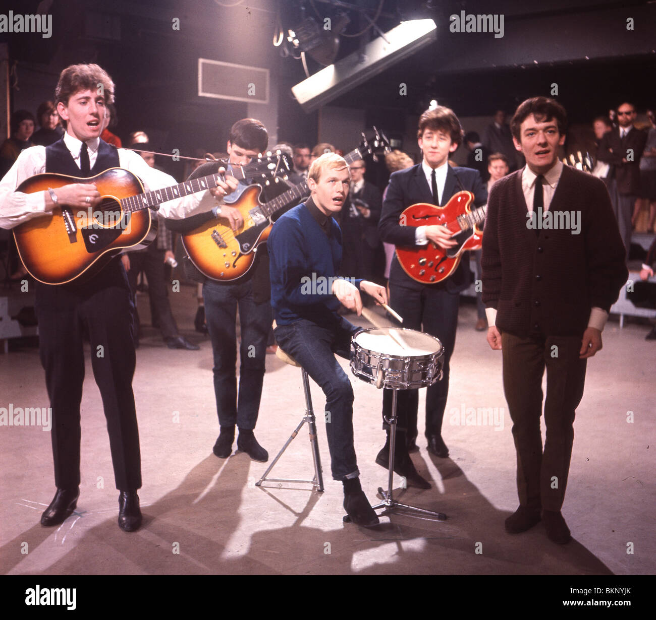 https://c8.alamy.com/comp/BKNYJK/hollies-uk-group-on-ready-steadygo-november-1964-from-l-graham-nash-BKNYJK.jpg
