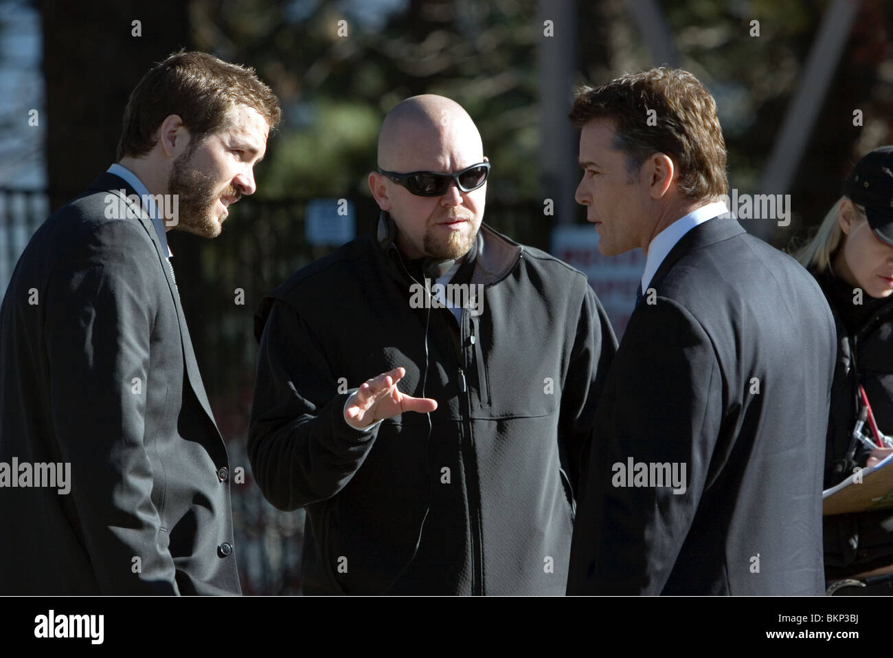 ON SET (ALT) FILMING (ALT) O/S 'SMOKIN' ACES' RYAN REYNOLDS, JOE CARNAHAN (DIR), RAY LIOTTA ACES 001 - Stock Image