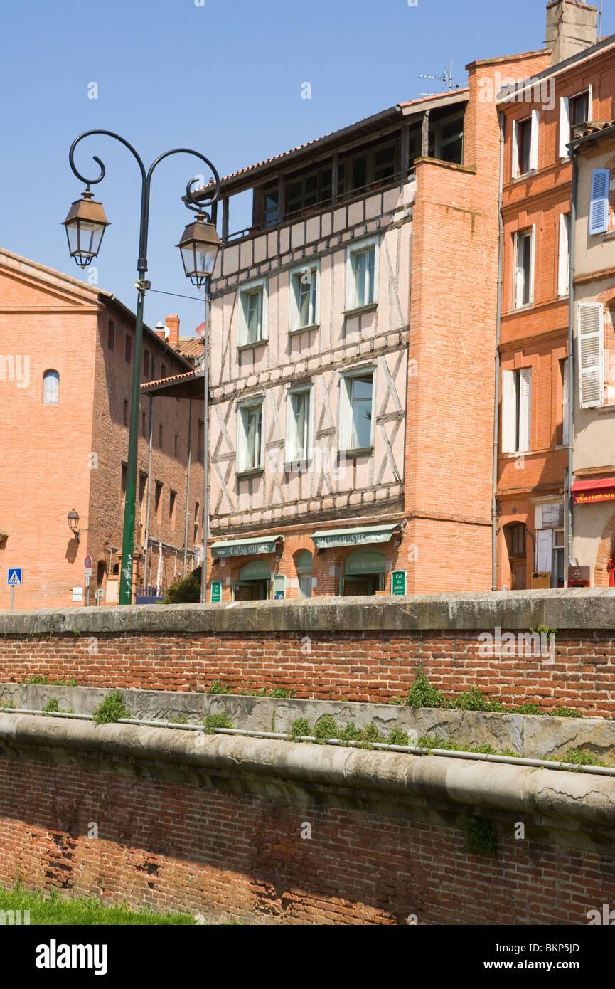 Cafe Des Artistes Place De La Daurade Bar Cafe and Restaurant in Toulouse Haute-Garonne Midi-Pyrenees France - Stock Image