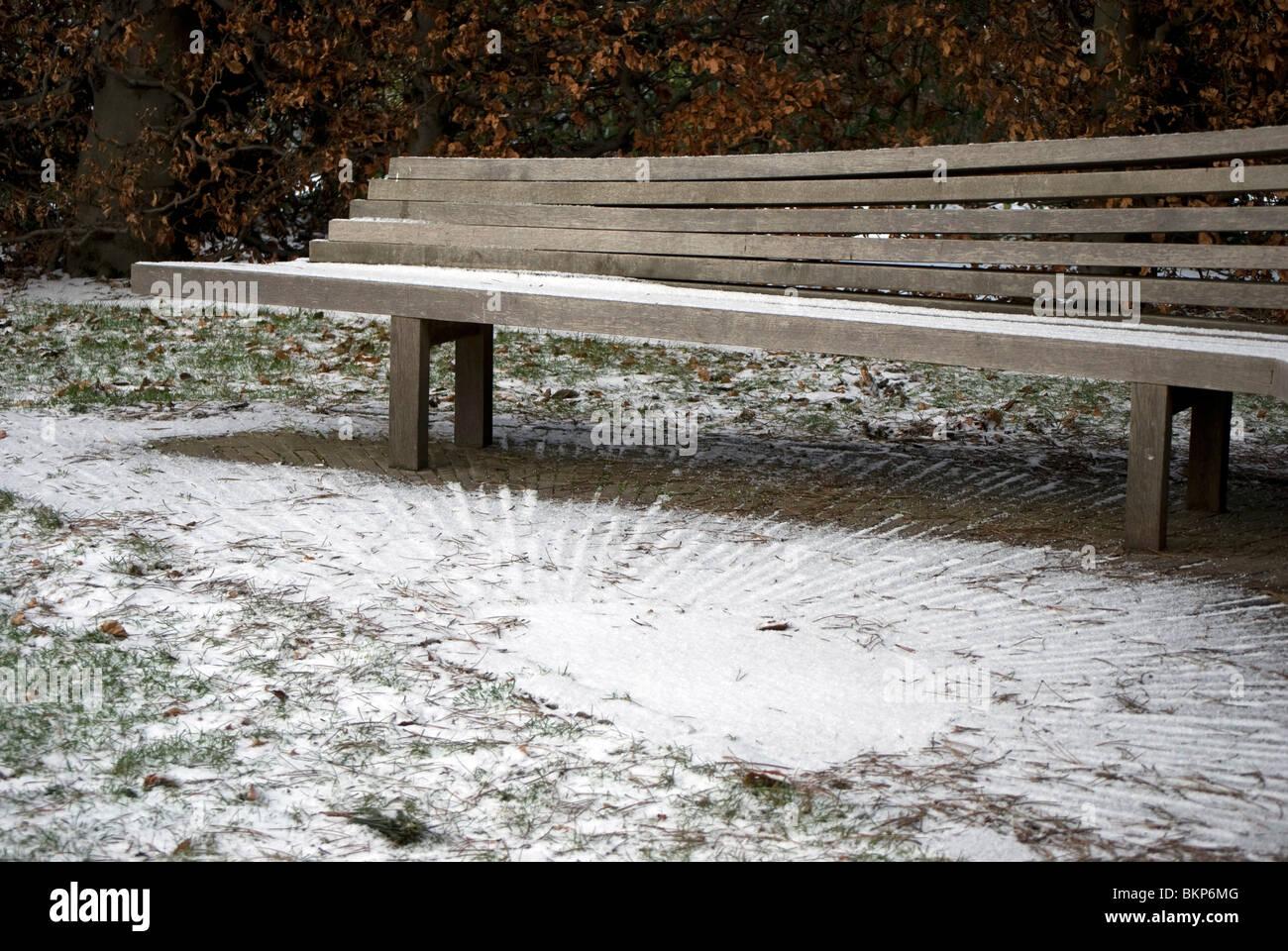 Unusual seat in the snow in the Royal Botanic Garden, Edinburgh, Scotland. - Stock Image