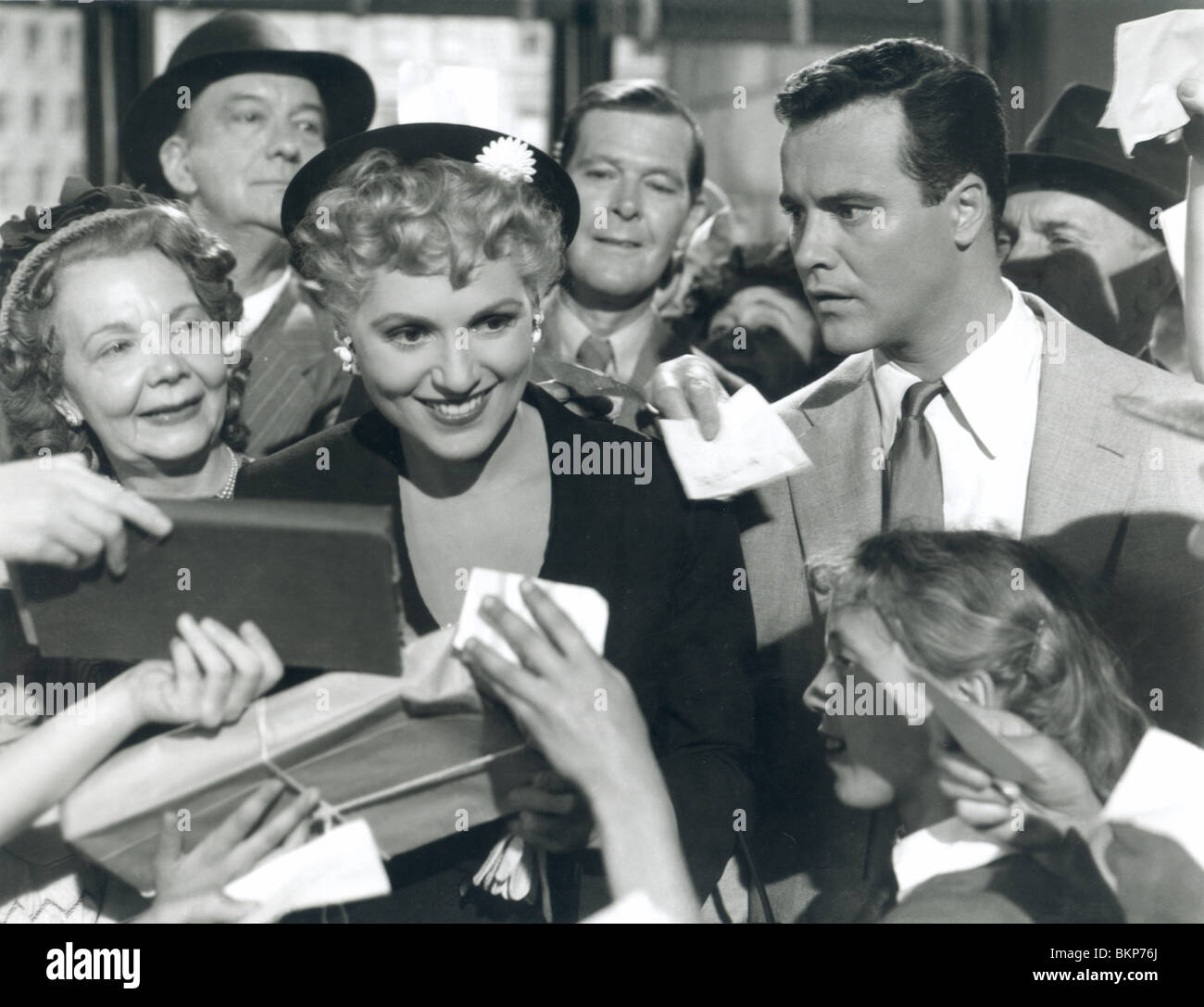 IT SHOULD HAPPEN TO YOU (1954) JUDY HOLLIDAY, JACK LEMMON ISHY 001P - Stock Image