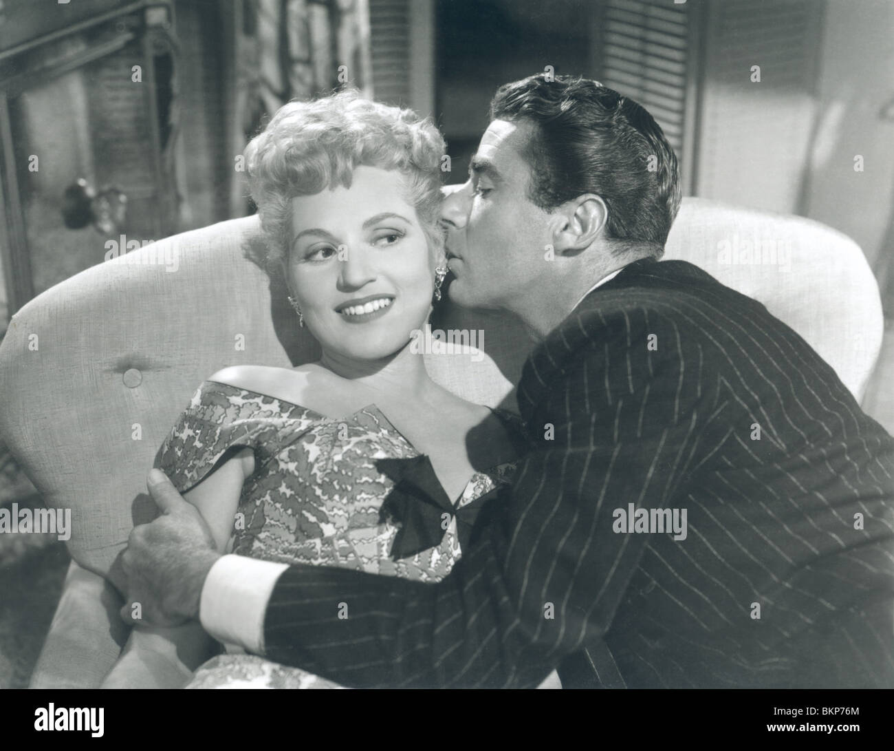 IT SHOULD HAPPEN TO YOU (1954) JUDY HOLLIDAY, PETER LAWFORD ISHY 002P - Stock Image