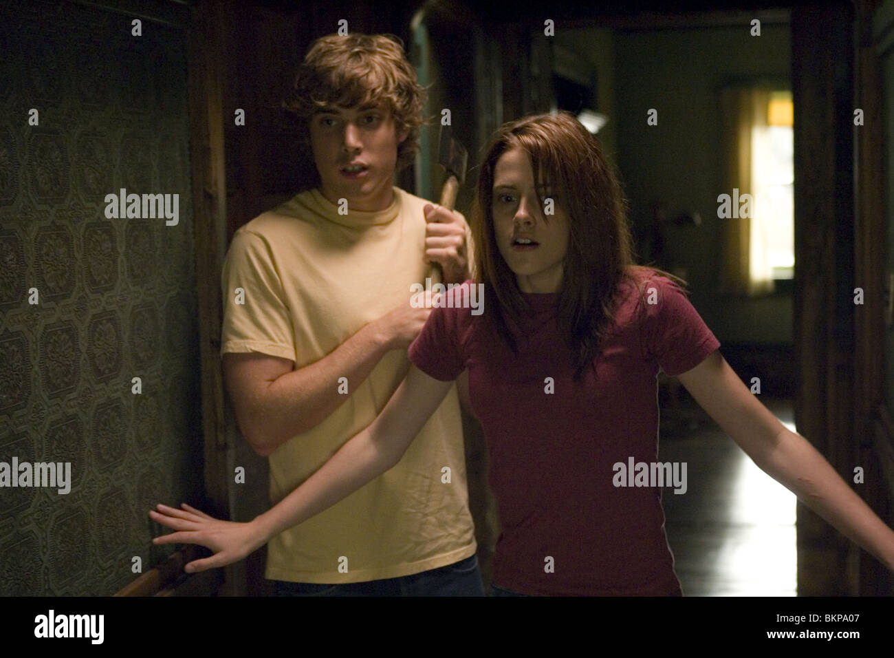 THE MESSENGERS (2007) DUSTIN MILLIGAN, KRISTEN STEWART MESG 001-01 Stock Photo