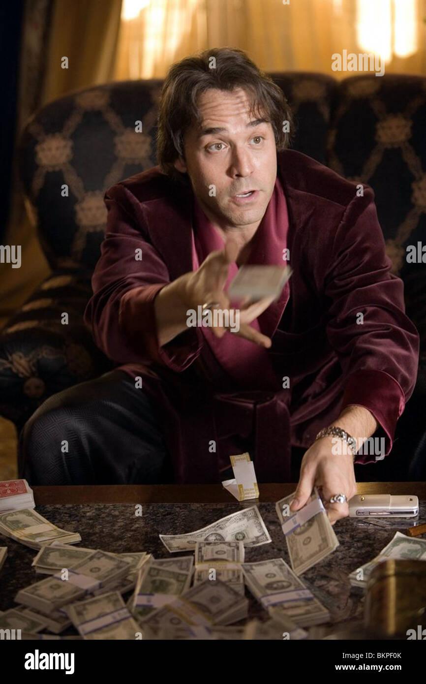 SMOKIN' ACES (2006) JEREMY PIVEN ACES 001-06 - Stock Image