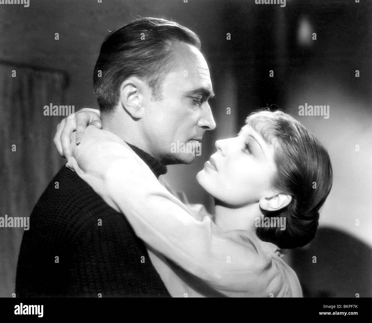 THE SPY IN BLACK (1939) CONRAD VEIDT, VALERIE HOBSON, MICHAEL POWELL (DIR) SPYB 002 - Stock Image