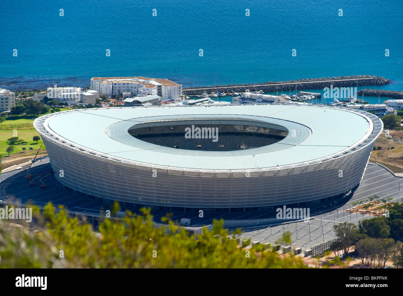 View of the new FIFA 2010 stadium in Green Point, Cape Town with Table Bay in the background. - Stock Image