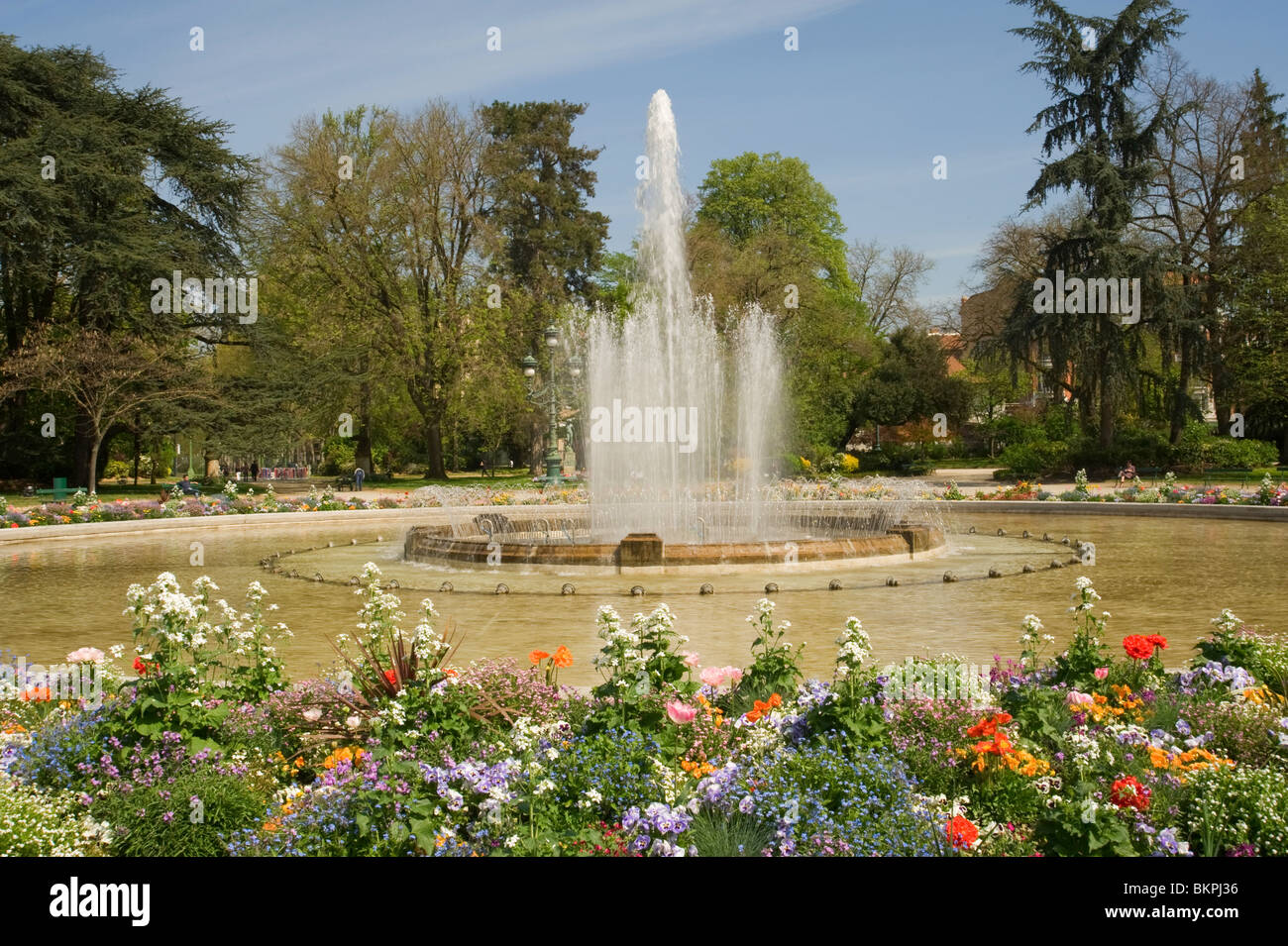 Jardin du Grand Rond and Fountain with Beautiful Flower Beds ...