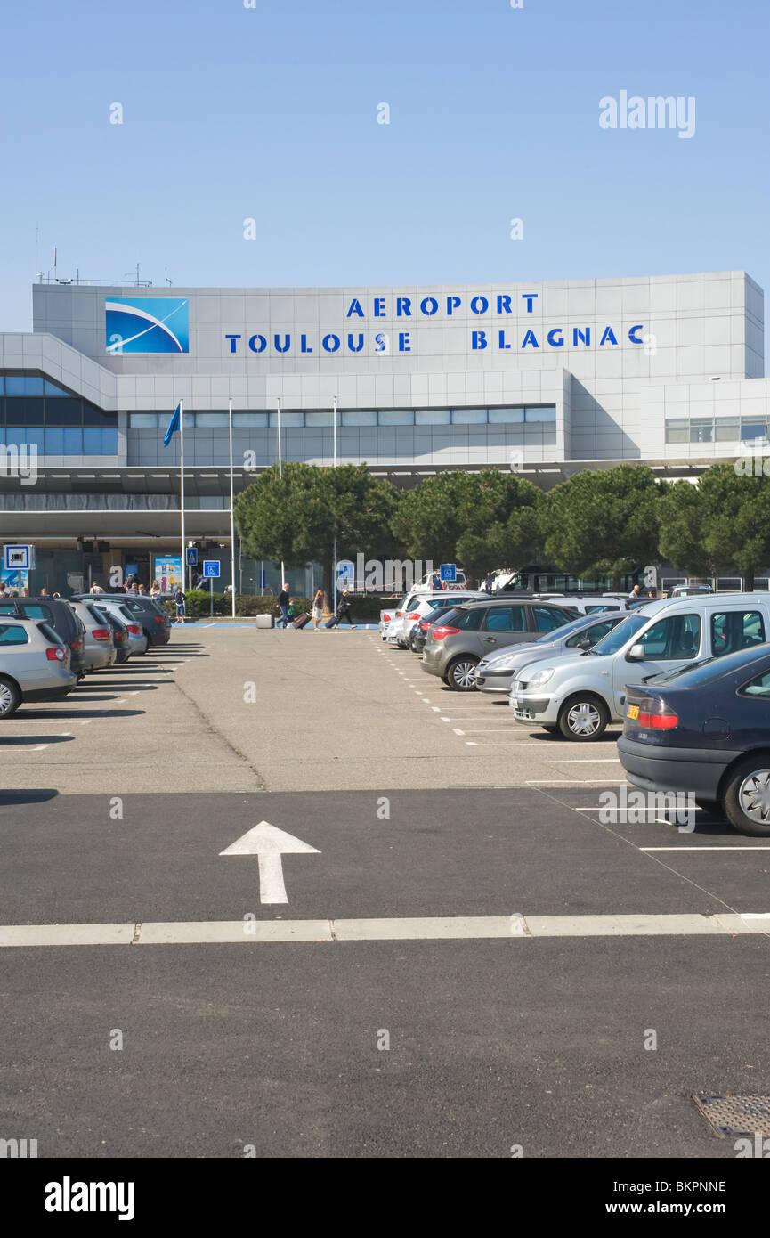 Car Park and Terminal Building at Toulouse Blagnac Airport During Ash Cloud Disruption Haute-Garonne Midi-Pyrenees - Stock Image