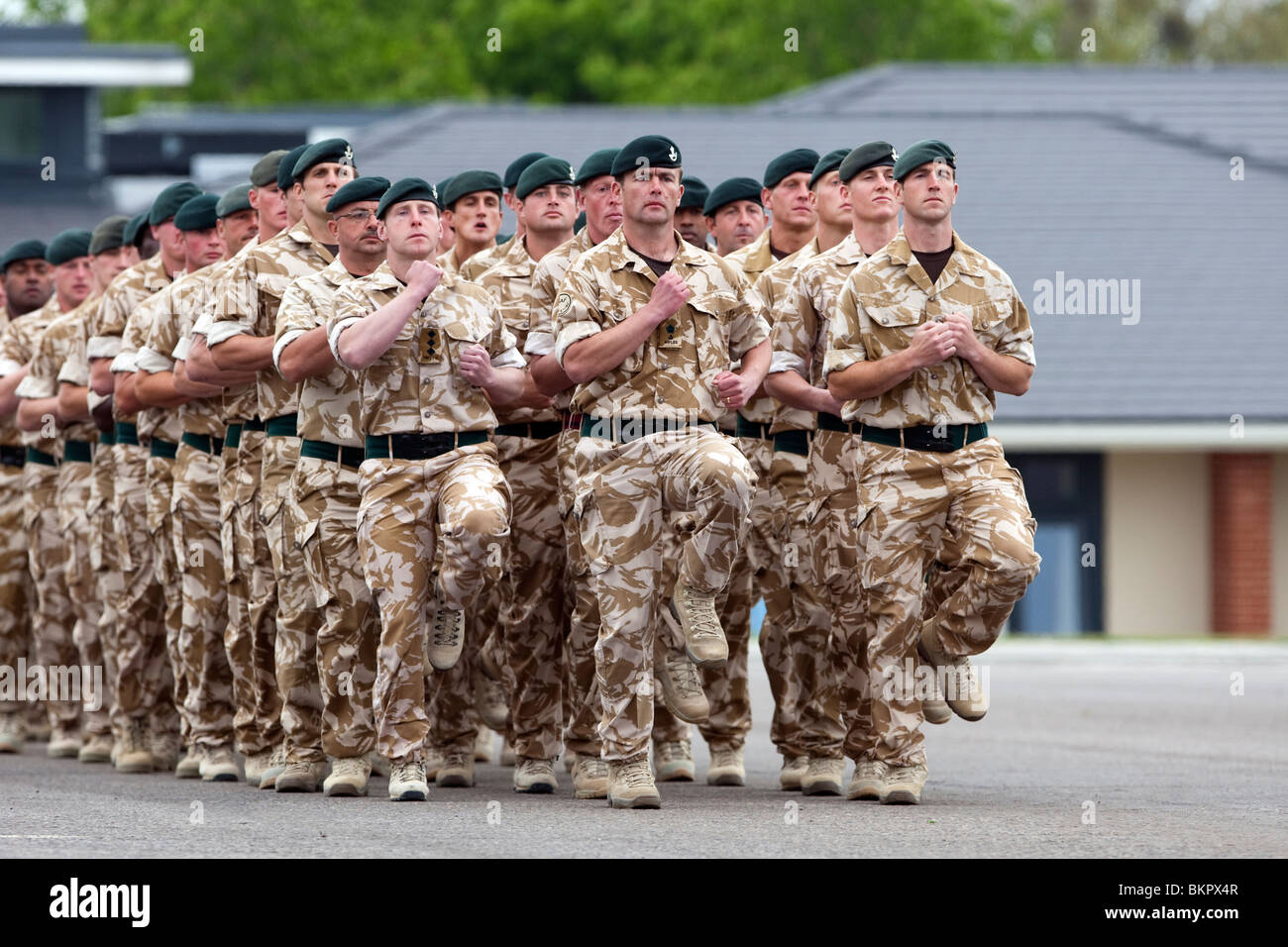 The British Armies 4th Battalion The Rifles on parade at Bulford Camp's Kiwi Barracks parade ground in desert - Stock Image