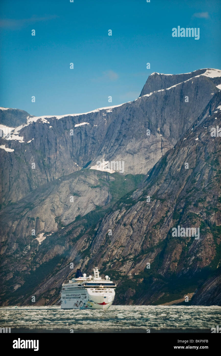 Norwegian Cruise Line's *Star* near Dawes Glacier in Endicott Arm, Tracy Arm- Fords Terror Wilderness, Southeast - Stock Image