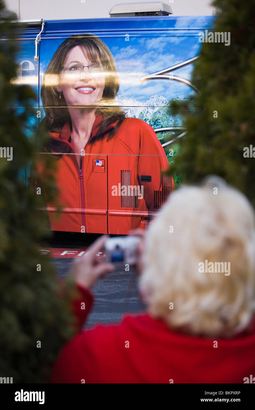 woman taking picture at sarah palin going rogue book tour at fred meyer coeur d alene idaho december 12 2009 - Fred Meyer Christmas Trees